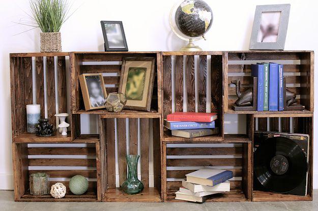 Aprenda a fazer esta estante com caixotes: | Reaproveite caixotes de madeira fazendo você mesmo esta estante