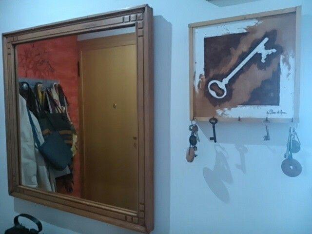 Espejo de los años 60, restaurado a muñequilla con Goma Laca de Xilazel, respetando el color natural de la madera.