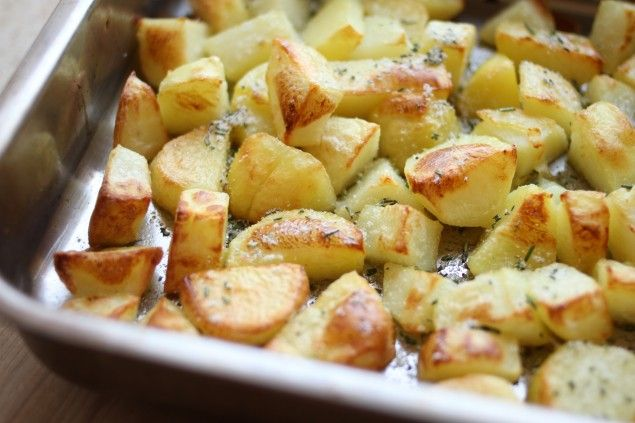 Rosemary and olive oil roasted potatoes | food ideas | Pinterest
