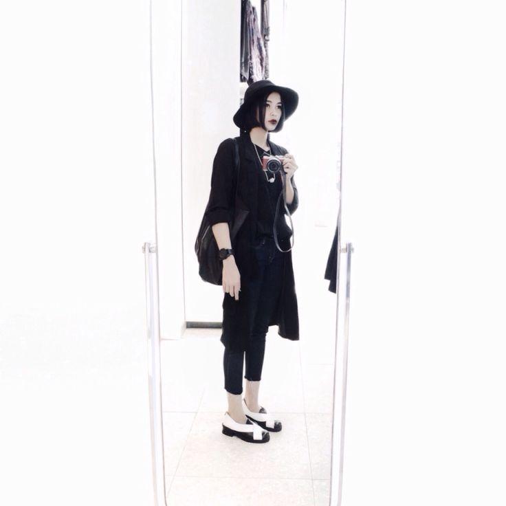 #white #whiteaddict #normcore #monochrome #allblack #fashion #style #woman