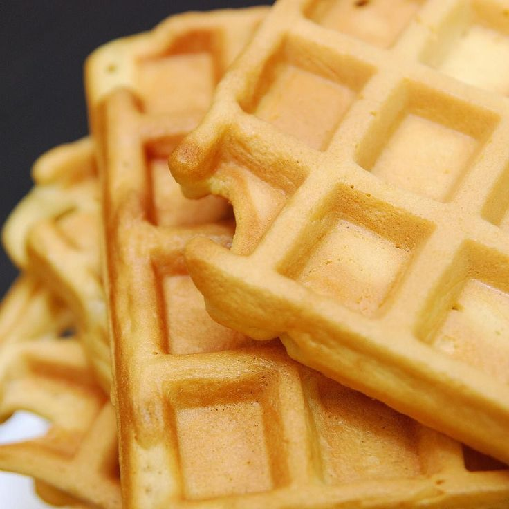 Happy National Waffles Day  . . #waffle #waffles #wafflemaker #nationalwaffleday #breakfast #wafflebreakfast #yummy #food #wednesday #wednesdaymorning #chefwannabe #lovefood #cooking #baking #momblogger #foodblogger #latinablogger #chefwanne #mamachef