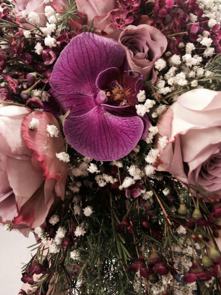 På slutten satte jeg inn en lilla orkidee fordi få en fin avslutting på dråpe buketten