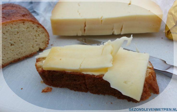 Stokbrood eet altijd zo gezellig en makkelijk. Voor onderweg of een picknick. Met dit recept maak je een stokbrood koolhydraatarm en glutenvrij. Lekker!