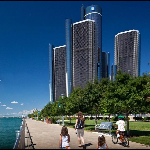 Strolling along the #Detroit RiverWalk