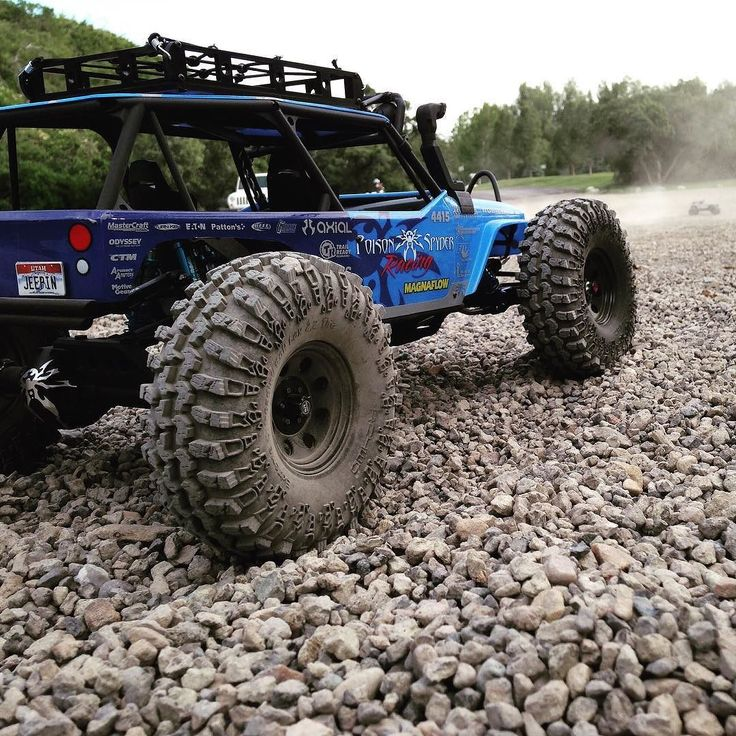 Don't you just hate it when your pics get photobombed? . . #KrawlZoneRC #rc4wd #axial #axialracing #axialadventures #axial #rc #rcscale #kingofthehammers #vanquishproducts #methodracewheels #rigidindustries #darkmtnphoto #offroad #offroadracing #poisonspyder #4x4 #rockracer #crawler #caseycurrie #atees #asiatees #asiateeshobbies #rcneverstops