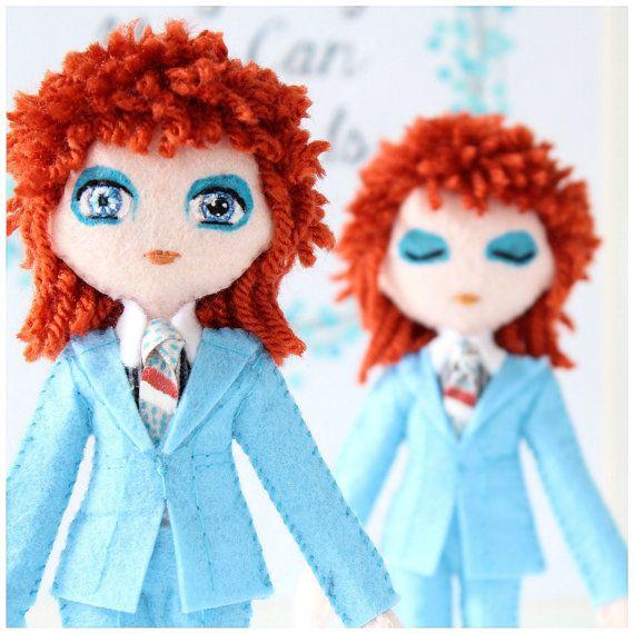 David Bowie - Life on Mars. doll star du Rock de 18cm. Icône de la musique. Poupée de style glam rock.