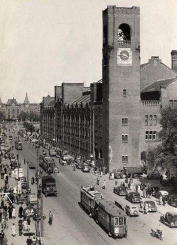 Beurs van Berlage. beursplein en Damrak Amsterdam, [ eind jaren 1940 ]