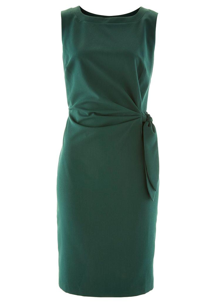 Şimdi inceleyin:Kesimi ile stil sahibi, yeşil renkte elbise. bel hizası drapeli, yandan kuşağı ile şık ve çekici, vücuda oturan elbise. Yandan fermuarlı ve astarlıdır.