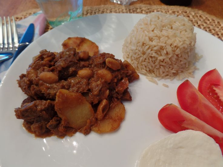 Massaman Beef Curry with Tamarind: A fascinating blend of flavors from South Asia; massaman curry, tamarind, shallot onions, coconut milk and peanuts. http://nordiccooker.com/en/recipes/massaman-beef-curry-with-tamarind.