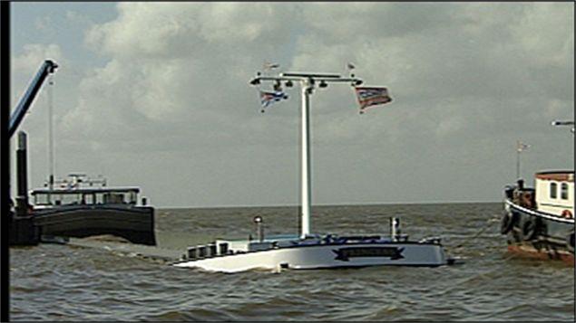 Binnenvaartschip met grind gezonken in IJsselmeer Urk 29 maart 2008.