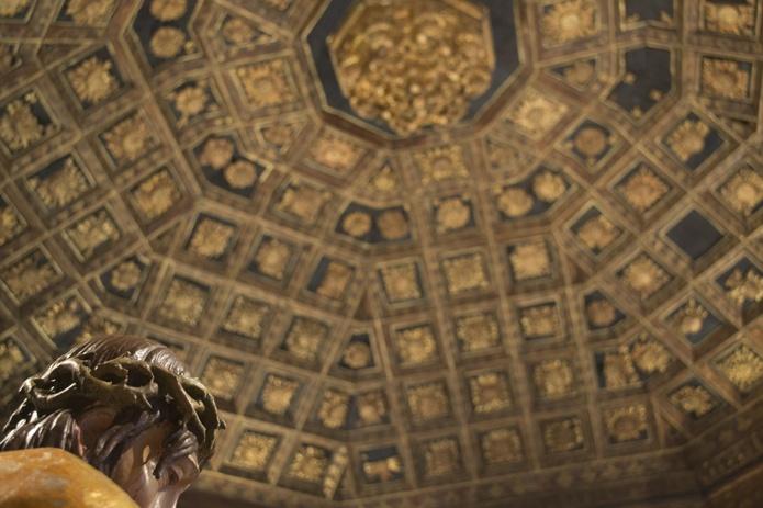 Ecce Homo. Alonso Berruguete. Siglo XVI.  Artesonado original. Colegio de San Gregorio