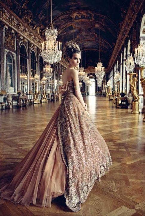 Патрик Демаршелье запечатлел платья Dior в Версале - мода, красота, украшения, новости, тренды, коллекции брендов одежды, обуви и аксессуаров: все новинки в онлайн-версии журнала Vogue.