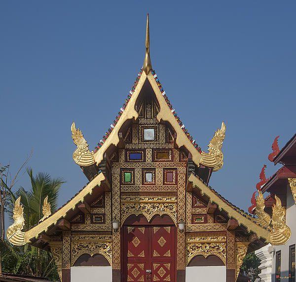 2013 Photograph, Wat Duang Dee Phra Ubosot Gable, Tambon Sri Phum, Mueang Chiang Mai District, Chiang Mai Province, Thailand, © 2013.  ภาพถ่าย ๒๕๕๖ วัดดวงดี หน้าจั่วพ พระอุโบสถ ตำบลศรีภูมิ เมืองเชียงใหม่ จังหวัดเชียงใหม่ ประเทศไทย