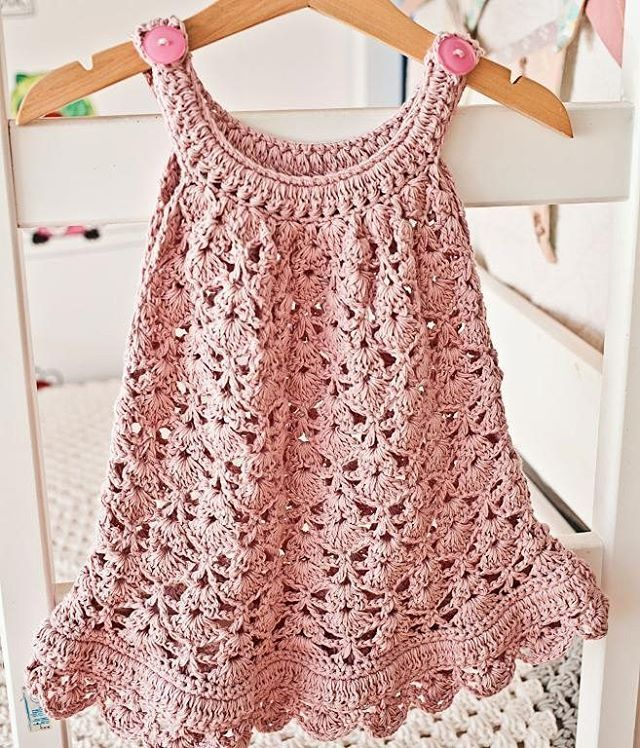 Every little girl would look adorable in this Chantilly Lace dress pattern by @monpetitviolon. (Instructions available for sizes 6 months to 8 years in our profile link). #lacedress