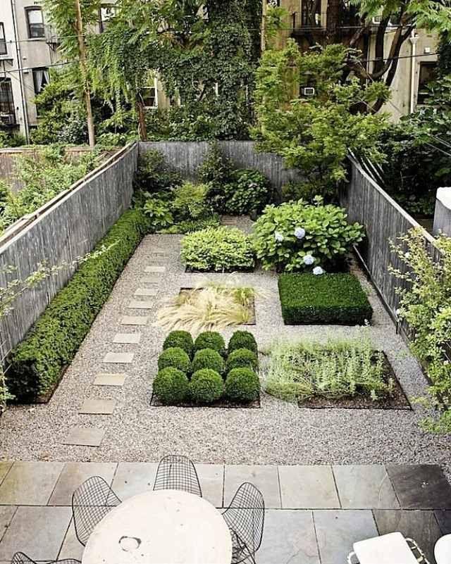 garten-ideen-design-kies-weg-gerade-formen-betonplatten-terrasse-metallstühle