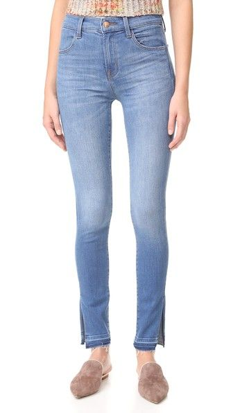 ¡Consigue este tipo de vaquero skinny de J Brand ahora! Haz clic para ver los detalles. Envíos gratis a toda España. J Brand Maria High Rise Skinny Jeans with Side Slits: Whiskering lightens the wash on these soft, stretch denim J Brand high-rise skinny jeans. Side slits open the frayed cuffs. 4-pocket styling. Button closure and zip fly. Fabric: Stretch denim. 93% cotton/5% polyester/2% elastane. Wash cold. Imported, China. Measurements Rise: 9.75in / 25cm Inseam: 29.25in / 74cm Leg…
