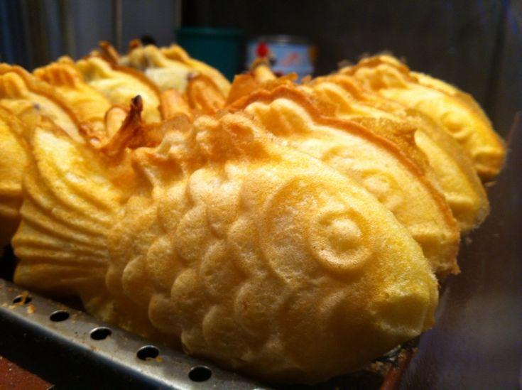 Boong au ppang gold fish cake no fish inside it 39 s a hot for Korean fish cake
