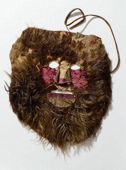 Naamioita tehdessä voi käydä läpi myös kotimaisia naamioperinteitä: ks. Nuuttipukin naamari, Museoviraston Nuuttisivut