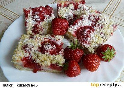 Drobenkový koláč s pudinkem a jahodami recept - TopRecepty.cz