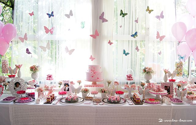 The beautiful cake and candy table for Lia's 1st birthday and baptism! Lima Limão - festas com charme