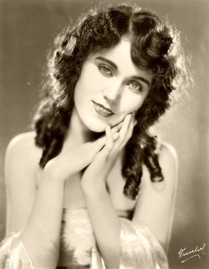 Fay Wray 1920's The original beauty on King Kong. Lived to be in her 90s.