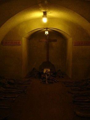 Mummified monks and the accidentally interred, in a 17th-century crypt - De roze roze gevel van Brno de Kapucijnen kerk logenstraft de beklijvende inhoud van haar onderbuik: de gemummificeerde lichamen van tientallen monniken, plechtig gelegd om te rusten in de crypte.