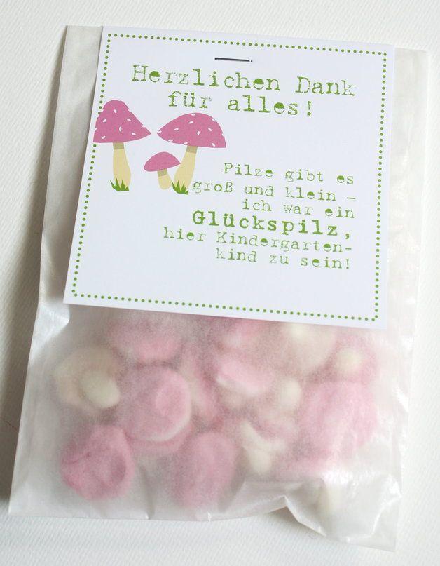 """Hier werden kleine """"Pilze"""" aus Schaumgummi zu einem liebevollen Dankeschön für die Kindergartenzeit. So kann man auf tolle Art """"Danke"""" sagen für die vielen Erlebnisse im Kindergarten.   ACHTUNG:..."""