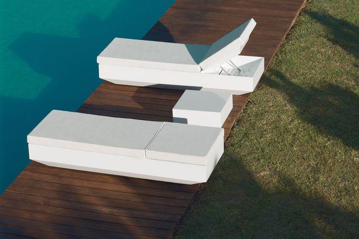 Moderní, designově velmi atraktivní lehátko VELA Vyrobeno z polyethylenu, 100% recyklovatelné. Vhodné jak do interiéru, tak především do exteriéru.