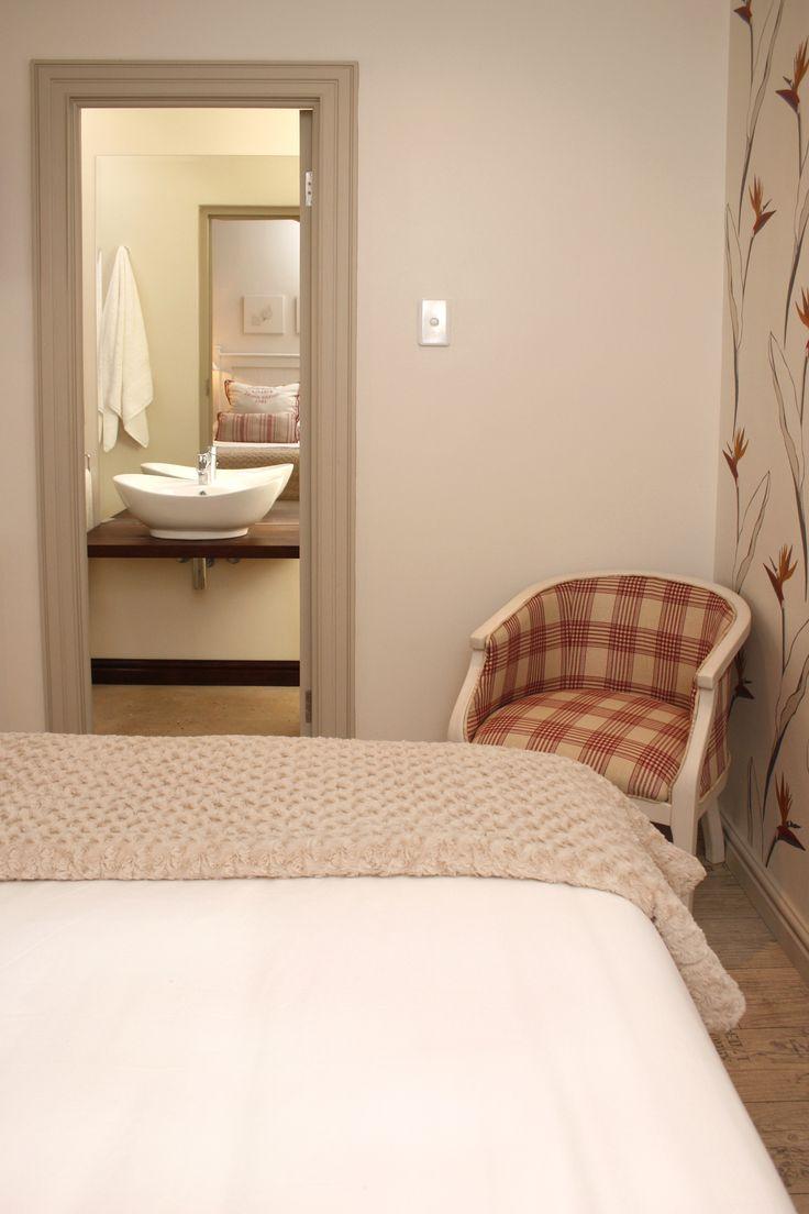 Standard room with en-suite bathroom