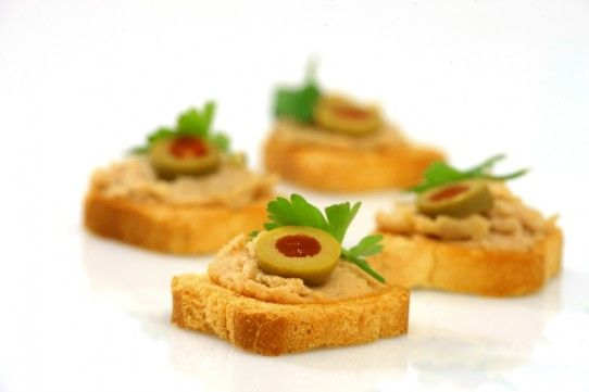 Toasts barred with canned fish