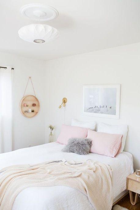 Une chambre épurée aux couleurs pastel