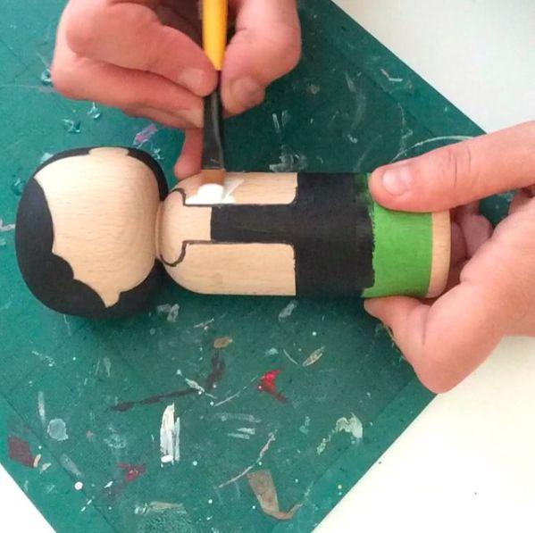 Met de hand beschilderde houten poppen van Lucie Kaas. o.a. Salvador Dali, Coco Chanel, Karl Lagerfeld & Anna Wintour