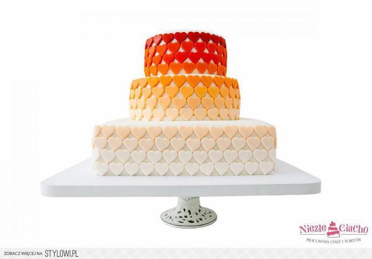 Serduszka, tort z serduszkami, serca na torcie, kolorowy tort piętrowy, tort urodzinowy, tort weselny, wesele, urodziny, Tarnów, tort w stylu angielskim