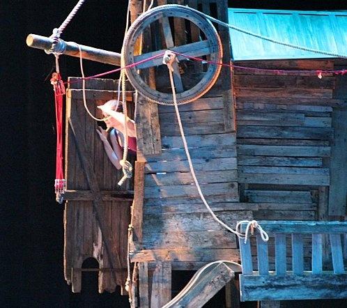 SCENOGRAPHIE :   réalisation d'une cabane pour un spectacle de danse by MIcowËL