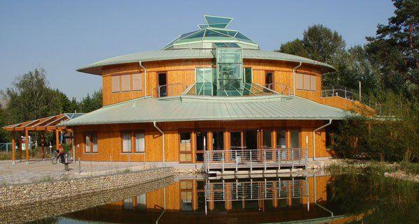 Das nationalparkhaus wien-lobAU ist das Besucherzentrum für den Wiener Teil des Nationalpark Donau-Auen. Es wurde im Mai 2007 eröffnet und wird vom Forstamt und Landwirtschaftsbetrieb der Stadt Wien (MA 49) geführt.  Das nationalparkhaus wien-lobAU Als multifunktionales Informations- und Umweltzentrum direkt am Eingang zur Lobau führt es in die faszinierende Welt der Donau-Auen. Das nationalparkhaus ist ein Erlebnisraum für alle naturbegeisterten und Erholung suchenden Besucherinnen und…