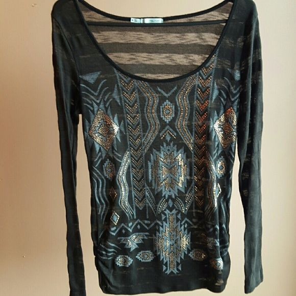 Aztec long sleeve top Aztec gold and grey print long sleeve top that I got at maurices. Only have worn this once and is in excellent condition.... the material is see though so it's best to wear a tank underneath :) Maurices Tops Tees - Long Sleeve