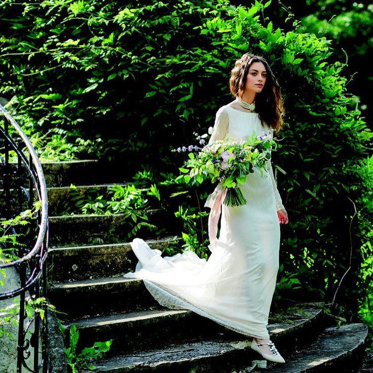 Delicate lace and precious flats for a memorable garden wedding #parlordress foto: Alex Galmeanu for Beau Monde Mirese; styling: Ina Borcea #parlorbride #lace #precious #design #romaniandesigners #handmade #summer #wedding #ido