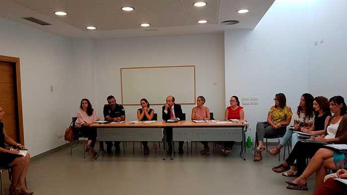 Durante la mañana de hoy, en el Centro de Servicios Sociales Comunitarios de Nerja, se ha celebrado la primera reunión de la Comisión Municipal de Absentismo del Curso Escolar 2017/2018, la cual ha sido organizada conjuntamente por las concejalías de Bienestar Social y Educación del Ayuntamiento de Nerja.   #absentismo #nerja #noticias