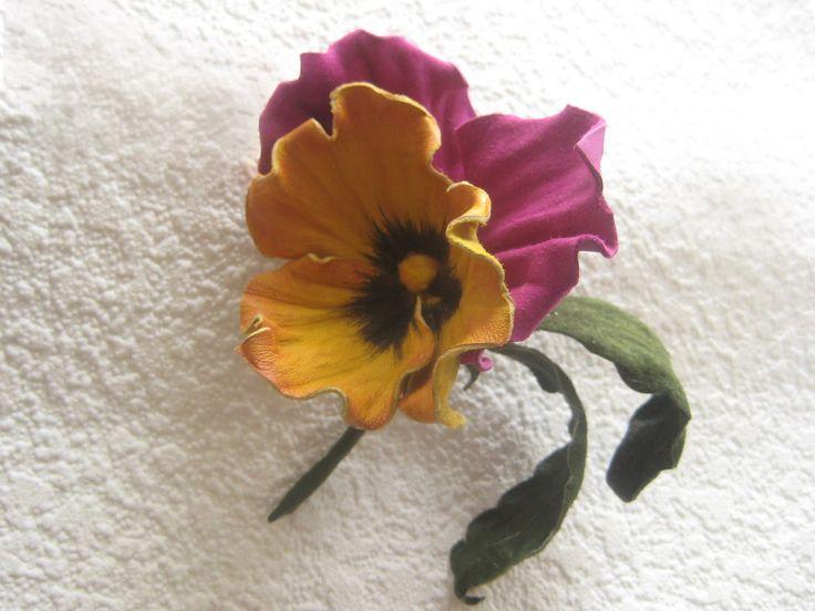 Мастер-класс цветы из кожи. Брошь Анютка.