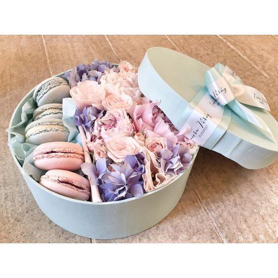 """""""#lauravirag #lauravirág #viraglauravirag #thesweet #macaron #flowerbox #flowers #flower #peony #peonies #hortenzia #hydrangea #flowermacaronbox"""""""