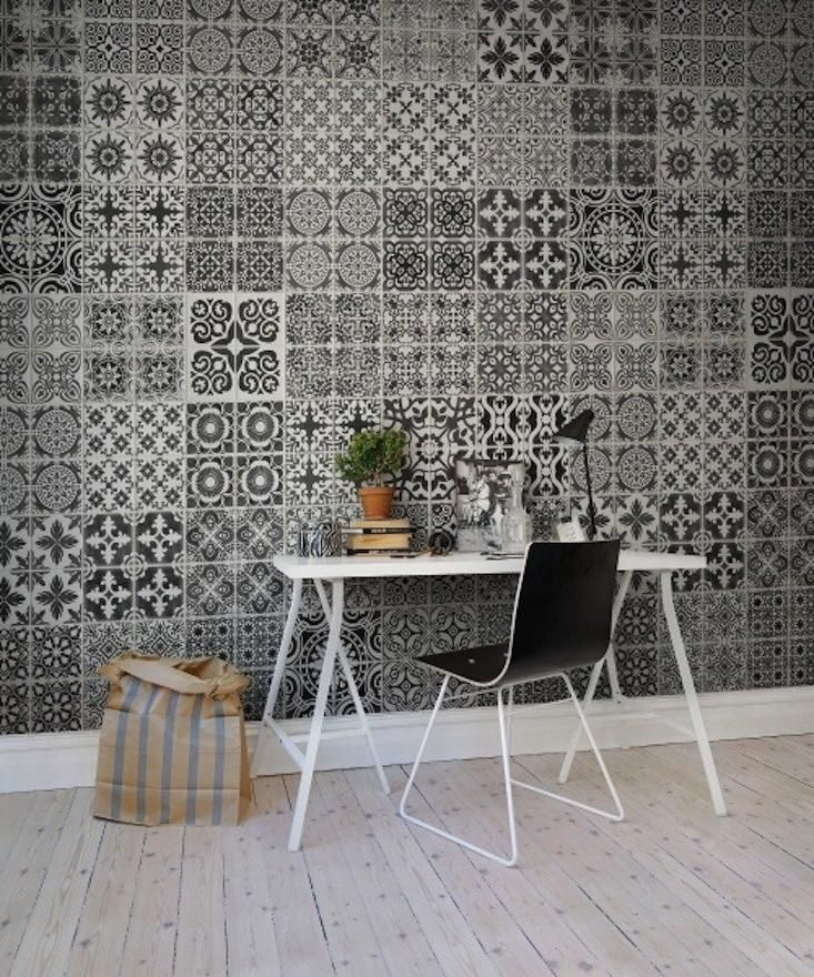 Home decoration, Full Of Pattern Wallpaper In Black And White Color For Decorating Modern House: 5 steps of decorating interior with wallpaper