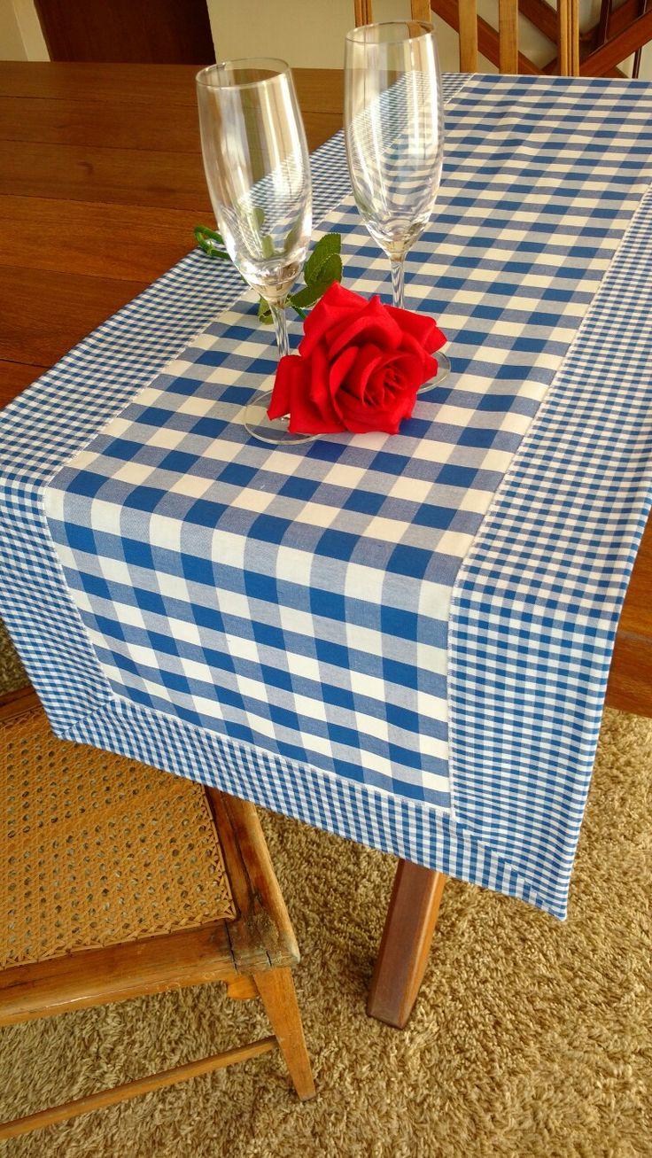Caminho de mesa Azul www.elo7.com.br/ateliepintaeborda