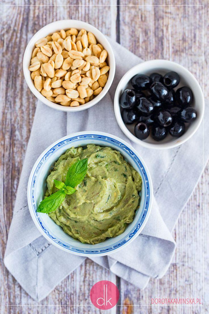 Pasta z awokado z dodatkiem mięty lub kolendry oraz limonki albo cytryny, pyszna i cudownie kremowa :). #awokado #przepis #avocado #fit