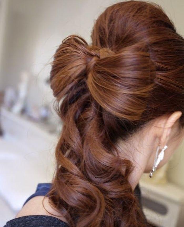 Прическа с бантом из длинных волос. Пошаговую инструкцию по выполнению смотри в статье...
