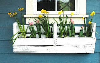 how to build a flower box from pallets