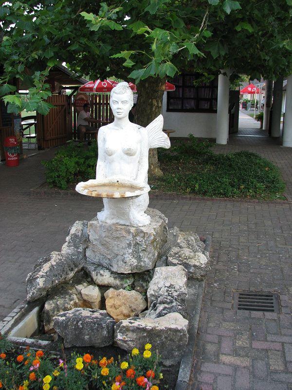 Sellő kút (Zánka) http://www.turabazis.hu/latnivalok_ismerteto_3886 #latnivalo #zanka #turabazis #hungary #magyarorszag #travel #tura #turista #kirandulas