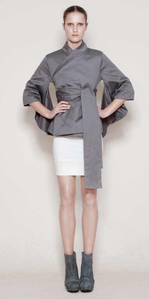 grey kimono-inspired top looks great with wht pencil slim skirt... & the booties!