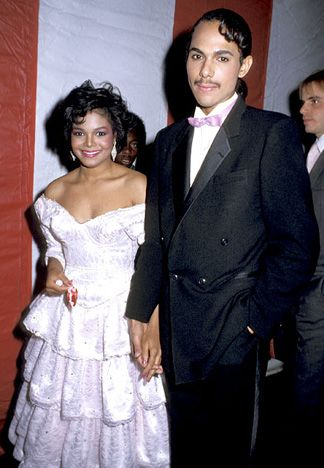 Janet Jackson and James DeBarge The singer was 18 when she eloped with her childhood friend, R&B singer James DeBarge. Their marriage was annulled mid-1985.   Read more: http://www.usmagazine.com/celebrity-news/pictures/stars-who-wed-too-young-200919/2858#ixzz2khfY5wVl  Follow us: @Us Weekly on Twitter | usweekly on Facebook