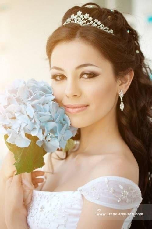 Hochsteckfrisur diadem braut mit Braut hochsteckfrisuren