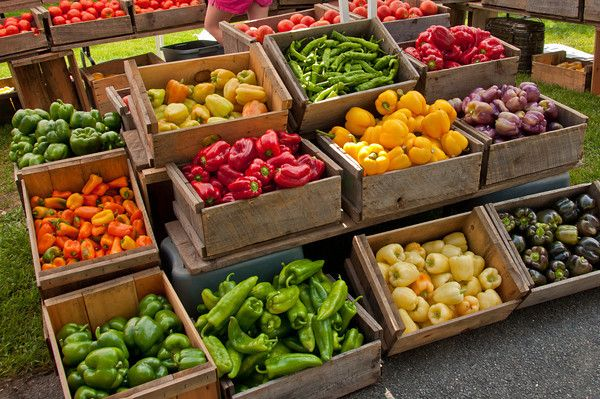 Peppers at Farmers market - I like the idea of using boxes like this and also the stair step.